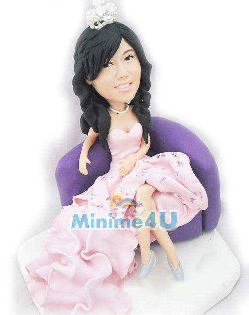beautiful girlfriend figurine
